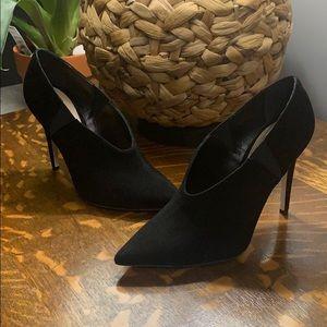 Tamara Mellon League high neckline heel